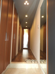 玄関から廊下